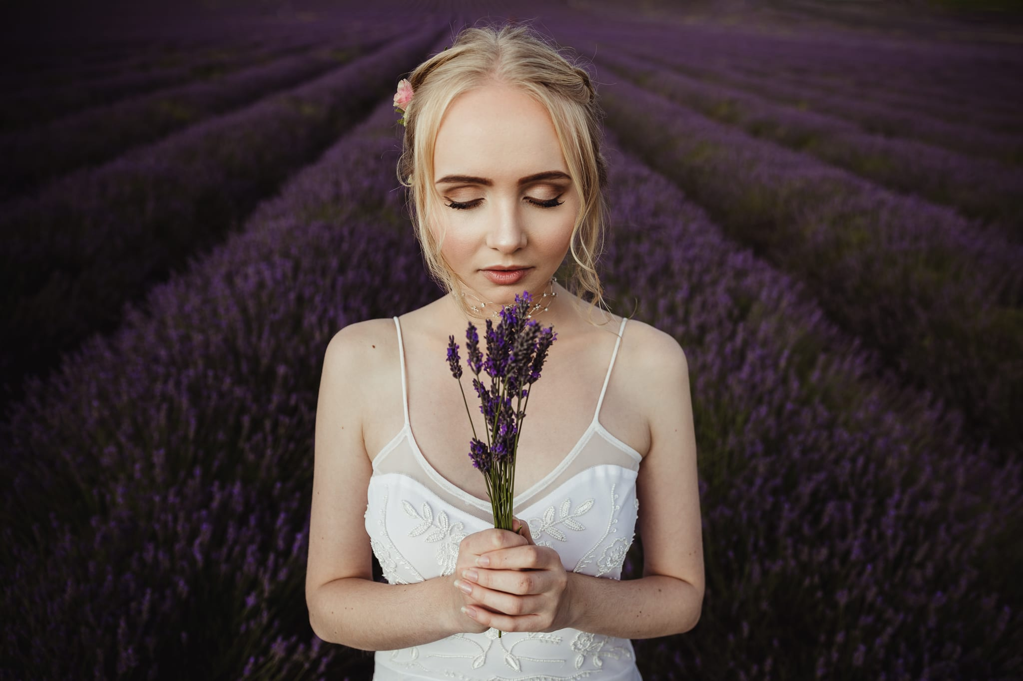 bride holding a bunch of lavenders