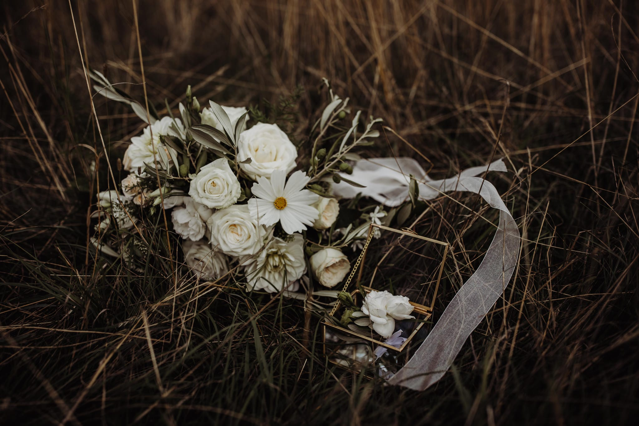 details of wedding flowers at a Cambridge countryside elopement
