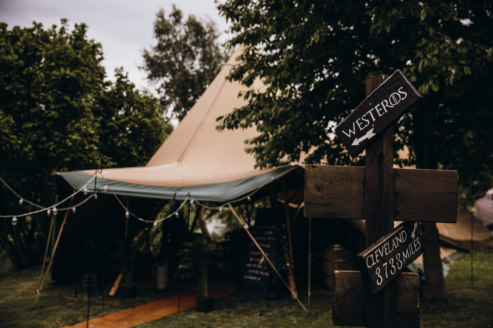 Summer tipi wedding photography